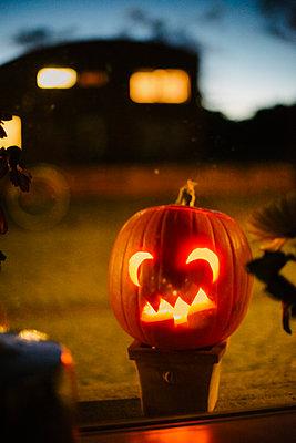 Halloween Kürbis - p819m1128385 von Kniel Mess