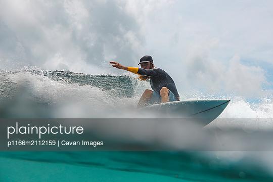 Surfer on a wave - p1166m2112159 by Cavan Images