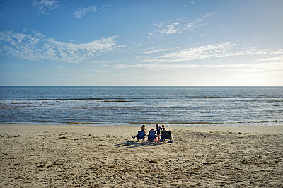 Lone family on beach - p1125m2013980 by jonlove