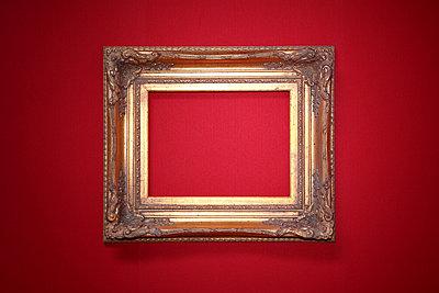 Goldener Rahmen - p237m852054 von Thordis Rüggeberg