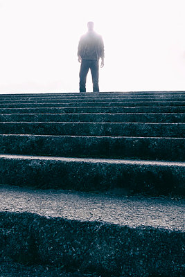 Man standing at top of stone steps - p597m1488672 by Tim Robinson