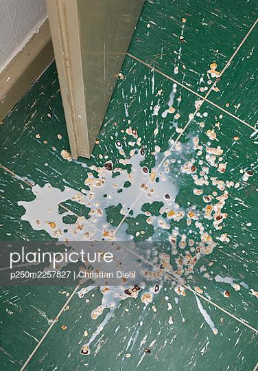 Spilled muesli - p250m2257827 by Christian Diehl