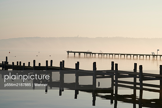 Germany, Bavaria, Ammersee - p556m2187885 by Wehner