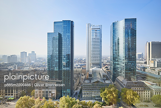 Banking district, high rises, Frankfurt on the Main - p885m2200466 by Oliver Brenneisen