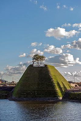 Aussichtspyramide Himmelsberg im Baakenhafen - p229m1486629 von Martin Langer