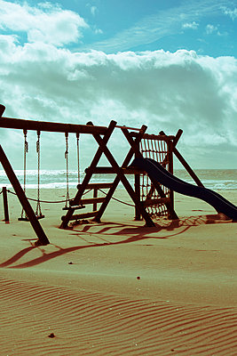 Playground covered with sand - p432m951845 by mia takahara
