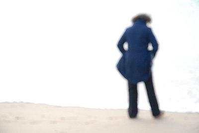 Ein Mensch allein - p567m667599 von AURELIAJAEGER