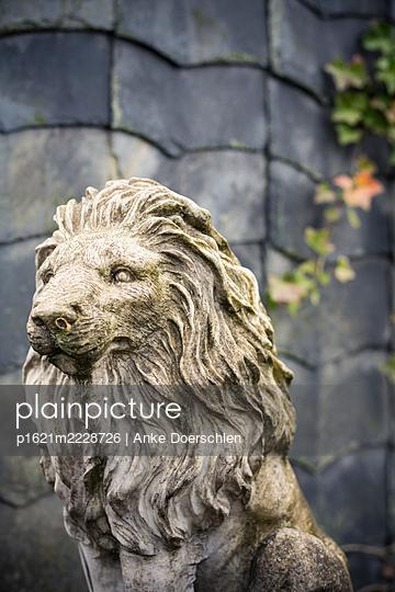 Germany, Stone Lion sculpture - p1621m2228726 by Anke Doerschlen