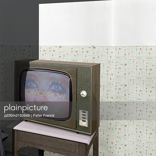 Old television - p230m2152649 by Peter Franck