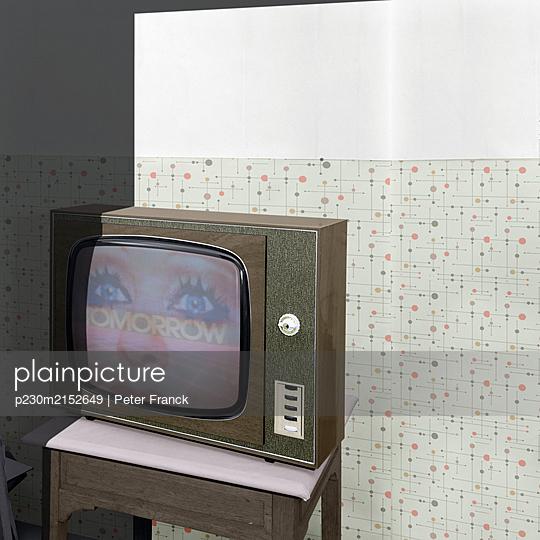 Alter Fernseher - p230m2152649 von Peter Franck