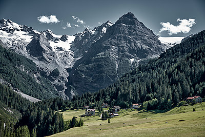 Mountain landscape, Ortler mountain, Stelvio Pass, South Tyrol - p850m2224786 by FRABO