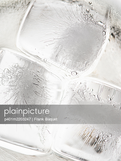 Ice cubes - p401m2203247 by Frank Baquet