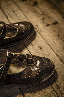 Child's shoes - p1228m1162630 by Benjamin Harte