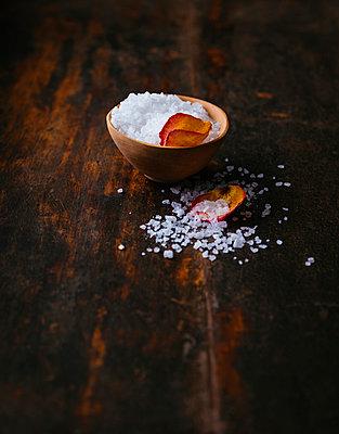 Sea salt - p1053m957752 von Joern Rynio