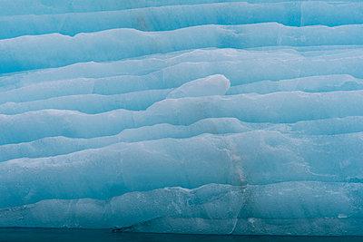 Iceberg, Krossfjorden, Spitsbergen, Svalbard, Norway - p924m2075044 by Delta Images