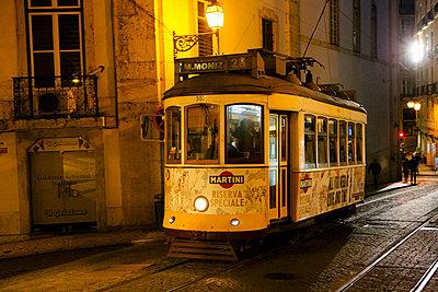 Historische Tram, Lissabon - p1357m2164321 von Amadeus Waldner