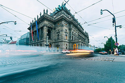 National theatre in the evening with light trails in the foreground, Prague, Czech Republic - p300m2132544 by A. Tamboly