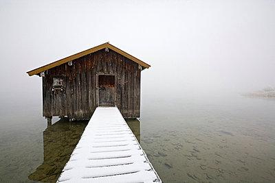 Germany, Bavaria, Murnau, Lake in winter - p3004631f by Fotofeeling