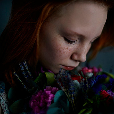Caucasian teenage girl smelling flowers - p555m1305205 by Vladimir Serov