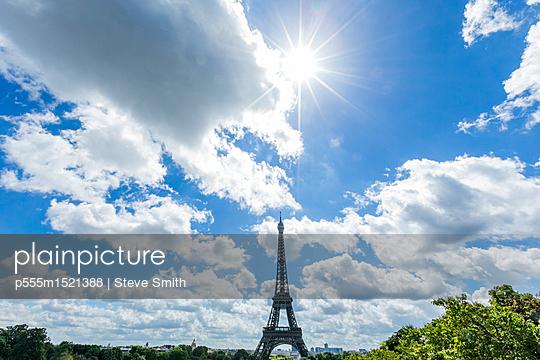 Sunbeams over distant Eiffel Tower, Paris, Ile de France, France - p555m1521388 by Steve Smith