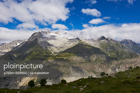 View of mountain range, Fusshorn, Alpine scenery - p763m1525604 by co-o-peration