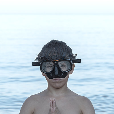 Little boy with diving goggles - p1624m2223788 by Gabriela Torres Ruiz