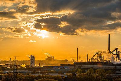 Germany, North Rhine-Westphalia, Duisburg Huettenheim, view to steel mill and Huckingen gas power station by twilight - p300m950976f by Walter G. Allgöwer