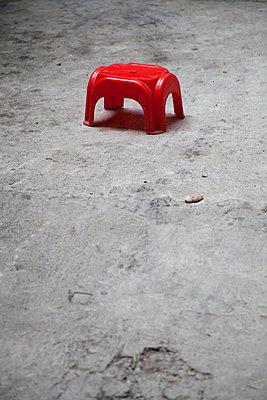 Plastic stool - p993m989963 by Sara Foerster