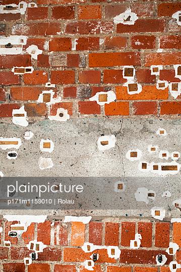 Wand aus Ziegelstein - p171m1159010 von Rolau