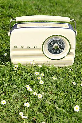 Altes Transistorradio - p045m813656 von Jasmin Sander