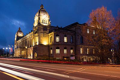 Germany, North Rhine-Westphalia, Wuppertal, civic hall - p300m1535185 by Wilfried Wirth