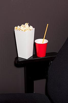 Im Kino - p454m1091460 von Lubitz + Dorner