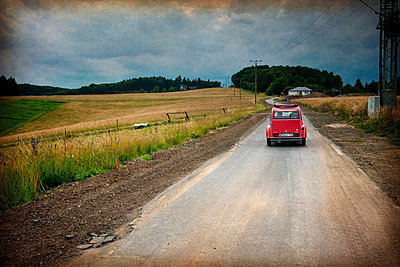 Car on open road - p1072m829146 by Kevin Mallia