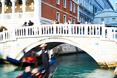 Gondolier at the Bridge of Sighs at Doge's Palace - p1312m2082231 by Axel Killian
