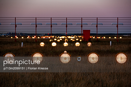 p713m2099151 by Florian Kresse