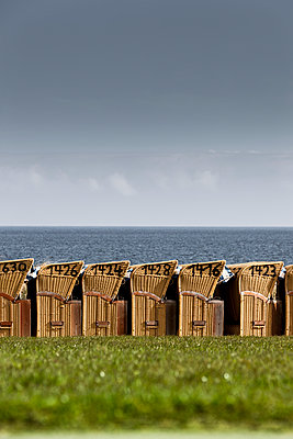 Hooded beach chairs - p248m1025427 by BY