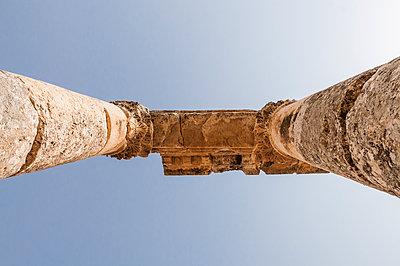 Ruinen der antiken Stadt Apameia im Norden Syriens - p1493m2063532 von Alexander Mertsch