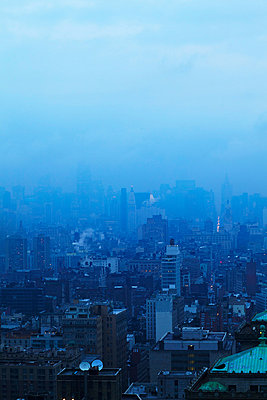 Manhattan in fog, Soho and midtown from south - p312m742591f by Susanna Blåvarg