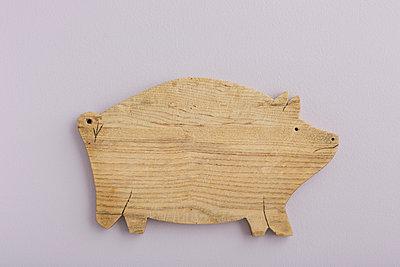 Schweinebrettchen - p454m1041017 von Lubitz + Dorner