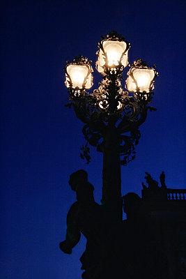 Street lamp in Sanssouci - p476m1087640 by Ilona Wellmann