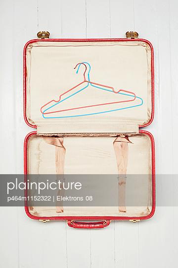 Koffer packen - p464m1152322 von Elektrons 08