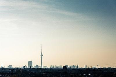 Skyline von Berlin - p354m1133790 von Andreas Süss