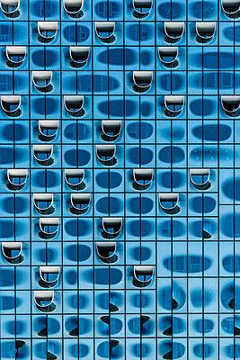 Fassade der Elbphilharmonie - p488m1048452 von Bias