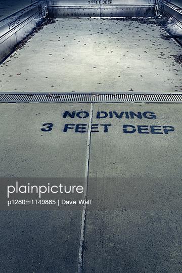 Altes Schwimmbad - p1280m1149885 von Dave Wall