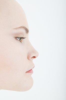 Portrait of woman in profile - p1093m2223259 by Sven Hagolani