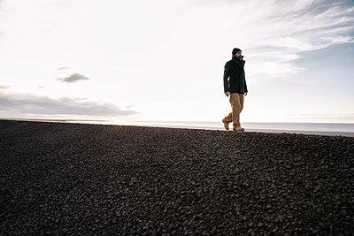 Germany, Schleswig-Holstein, St. Peter-Ording, Beach walk  - p788m2231279 by Lisa Krechting