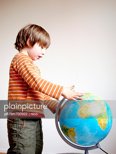 Boy with globe - p879m700922 by nico