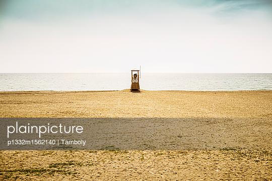 Rettungsschwimmerturm am Strand - p1332m1562140 von Tamboly