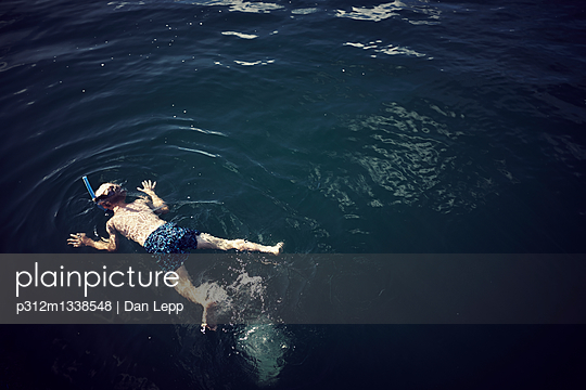 Boy swimming - p312m1338548 by Dan Lepp