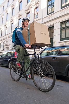 Transport mit dem Fahrrad - p1079m1185030 von Ulrich Mertens